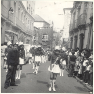 1970-riveira-desfile-wm